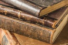 在堆的古老书谎言 图库摄影