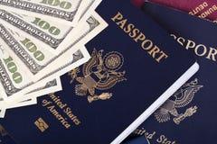 现金&护照 免版税库存图片