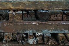 在堆的木铁路睡眠者 免版税库存照片
