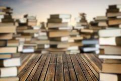 在堆的空间书中 免版税库存照片