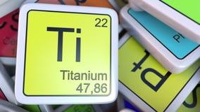 在堆的钛块化学元素块的周期表 化学相关3D翻译 免版税库存照片