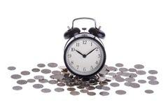 在堆的闹钟硬币   免版税库存照片