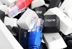 在堆的黑白个人计算机键盘键与网络缚住 图库摄影