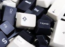 在堆的黑白个人计算机键盘键 库存照片