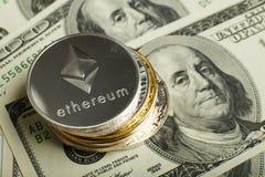 在堆的Ethereum硬币其他cryptocurrency 库存照片