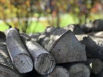 在堆被弄脏的背景的木头 库存图片