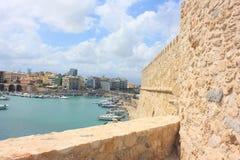 在堡垒伊拉克利翁的看法在克利特海岛上 免版税图库摄影