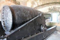 在堡垒地堡的大炮 免版税库存照片