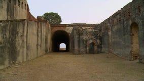 在堡垒的墙壁的隧道 股票视频
