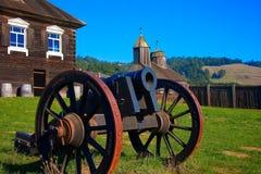 在堡垒罗斯内在正方形,加利福尼亚的大炮 免版税库存图片