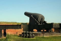 在堡垒McHenry国家历史文物的大炮在巴尔的摩,马里兰 免版税库存照片