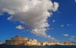 在堡垒St安吉洛和Vittoriosa的10月天空 库存照片