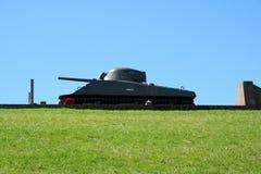 在堤堰的谢尔曼坦克作为纪念品 免版税图库摄影