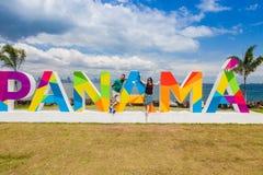 在堤道的巴拿马字法在巴拿马城 库存照片