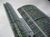 在堤防的摩天大楼塔,商业中心`莫斯科市` 库存照片