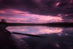 在堪察加河的日落从村庄Kozyrevsk 图库摄影