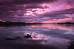在堪察加河的日落从村庄Kozyrevsk 免版税库存图片