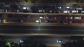 在堵车的拥挤车在晚上 股票视频