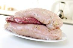 在塑料包裹的生肉 免版税库存图片