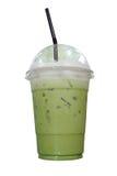 在塑料杯子的被冰的绿茶拿铁有圆顶盖帽和秸杆isol的 库存图片