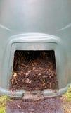 在塑料桶的自然,被处理的自创天然肥料 免版税库存图片