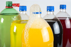 在塑料瓶的碳酸化合的饮料 免版税图库摄影