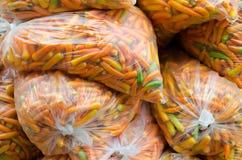 在塑料的橙色胡椒 库存照片