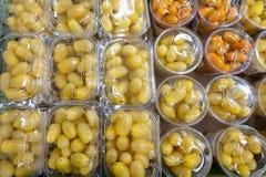 在塑料的西红柿 o 库存照片