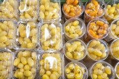 在塑料的西红柿 o 免版税库存图片