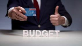 在塑料银行卡的安全存贮资金 由信用卡的方便付款 影视素材