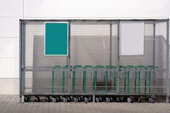 在塑料风雨棚下的台车 免版税图库摄影