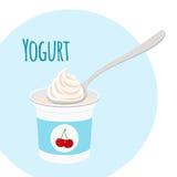 在塑胶容器的樱桃酸奶健康奶制品 平的st 免版税库存图片