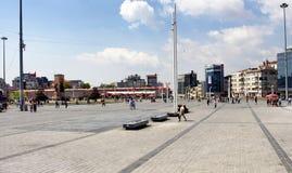 在塔克西姆广场的土耳其人步行 免版税库存照片