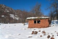在塔吉克斯坦山的小屋  库存图片