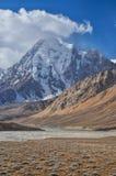 在塔吉克斯坦的干旱的谷 库存照片