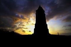 在塔后的Sunsetting 库存照片
