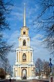 在塔响铃的看法在梁赞克里姆林宫 免版税库存图片