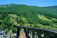 在塔拉河峡谷的Djurdjevica塔拉桥梁,黑山 免版税图库摄影