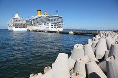 在塔林码头的二艘船在具体块附近的 图库摄影