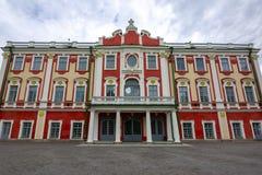 在塔林,爱沙尼亚附近的卡利柯治宫殿 库存照片