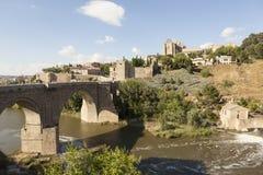在塔霍河的圣马丁桥梁 托莱多 西班牙 免版税图库摄影