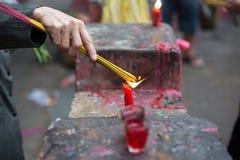 在塔,西贡,越南的灼烧的香 免版税库存照片