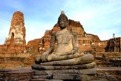 在塔Wat Mahathat前面的雕象 库存照片