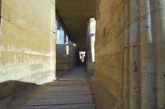 在塞加拉金字塔附近的考古学视域在吉萨棉,开罗, Eqypt 图库摄影