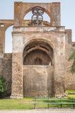 在塞尔帕,葡萄牙城堡的磨房  免版税库存照片