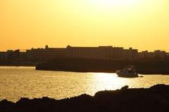 在塞浦路斯的海岸的日落 免版税库存图片