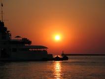 在塞瓦斯托波尔港口的日落 库存图片