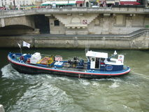 在塞纳河的商业水路 免版税图库摄影