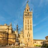 在塞维利亚大教堂Giralda塔的看法在西班牙 免版税库存照片