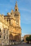 在塞维利亚大教堂Giralda塔的看法在西班牙 免版税图库摄影